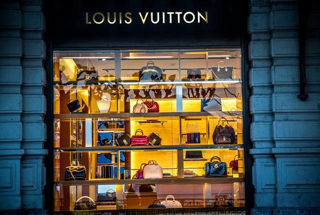 vianassa Lugano met Prada Versace Louis Vuitton etc.jpg